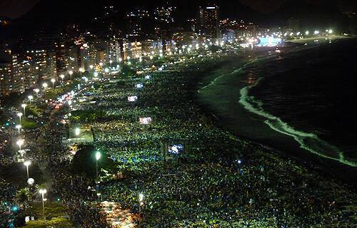 Ante pronóstico de lluvia, hubo vigilia sin trasnocho: Coraje juvenil aviva la fe de Río